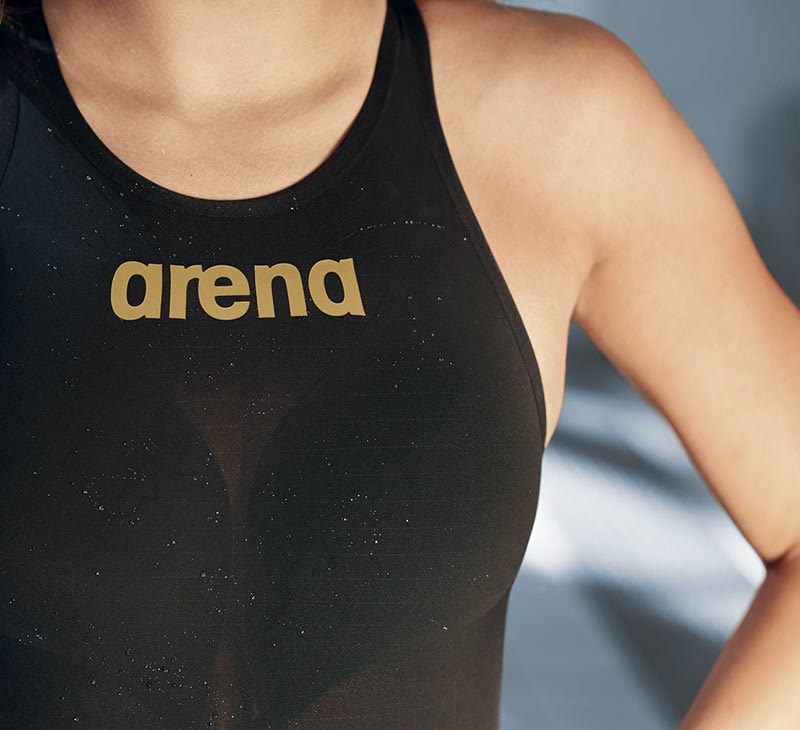 arena powerskin carbon air 2 one piece contruction